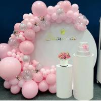 Фотозона из разнокалиберной арки в розовом цвете № 1